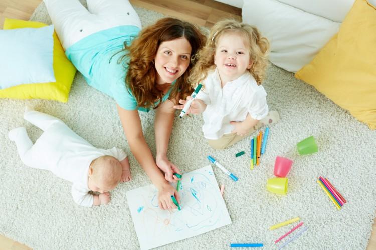 Ini Dia Bedanya Babysitter, Nanny, dan Governess. Moms Jangan Sampai Salah Ya!