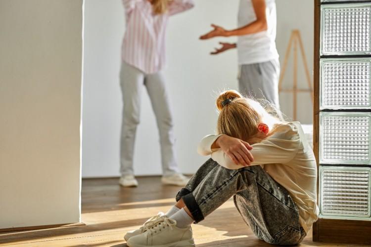dampak buruk sering bertengkar didepan anak