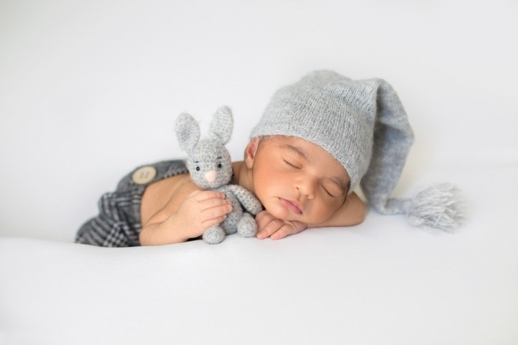 mencari pengasuh untuk bayi beru lahir