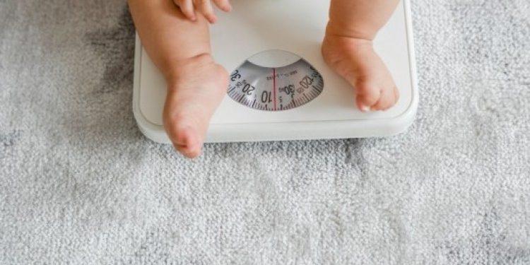 merawat bayi dengan berat badan rendah